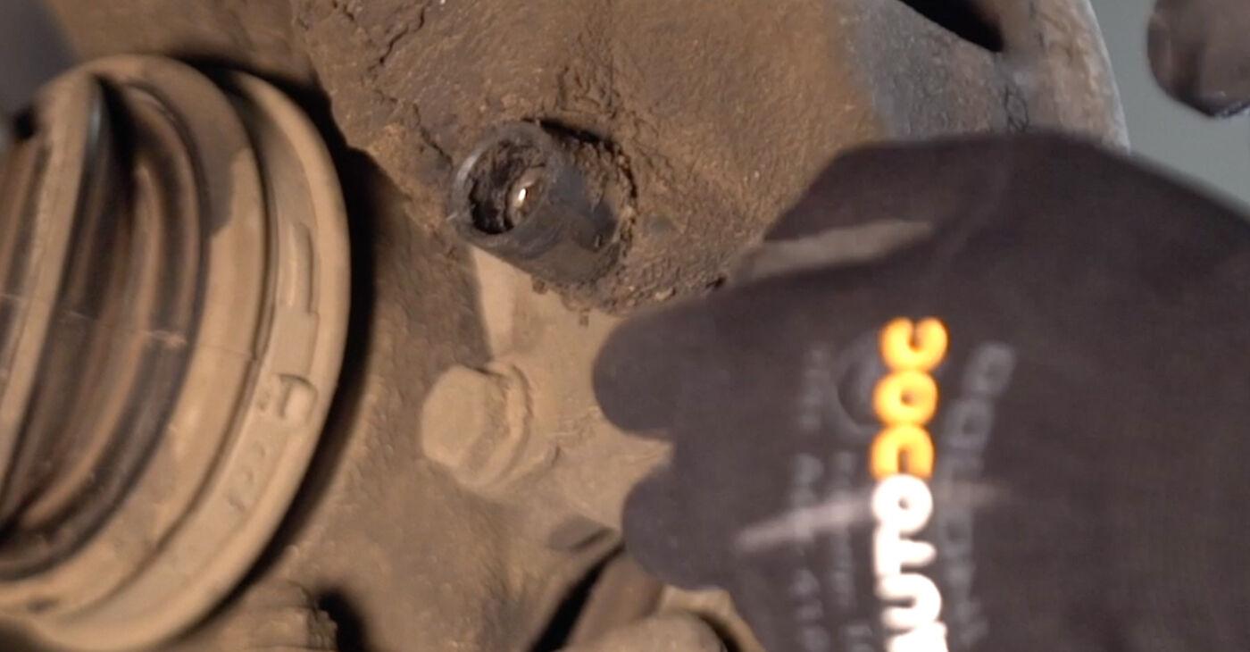 VW PASSAT 2001 Τακάκια Φρένων: εγχειρίδιο αντικατάστασης βήμα προς βήμα