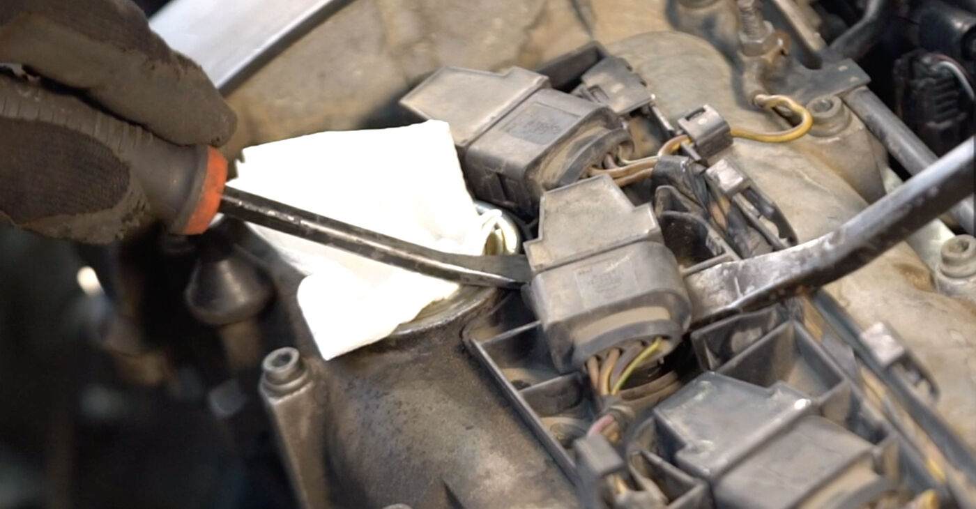 VW POLO 1.4 TDI Spark Plug replacement: online guides and video tutorials