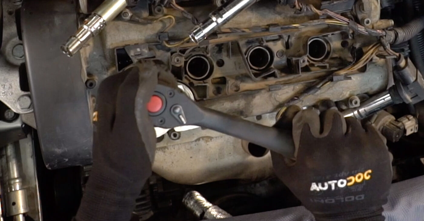 How to change Spark Plug on VW POLO (9N_) 2001 - tips and tricks