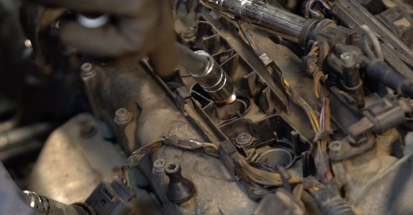 How to change Spark Plug on Polo 9n 2001 - free PDF and video manuals