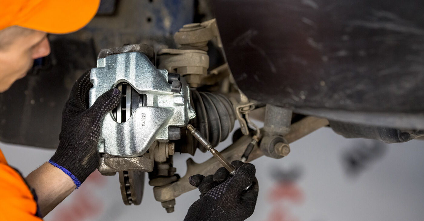 Pakāpeniski ieteikumi patstāvīgai VW TRANSPORTER IV Bus (70XB, 70XC, 7DB, 7DW) 2003 2.5 TDI Syncro Bremžu suports nomaiņai
