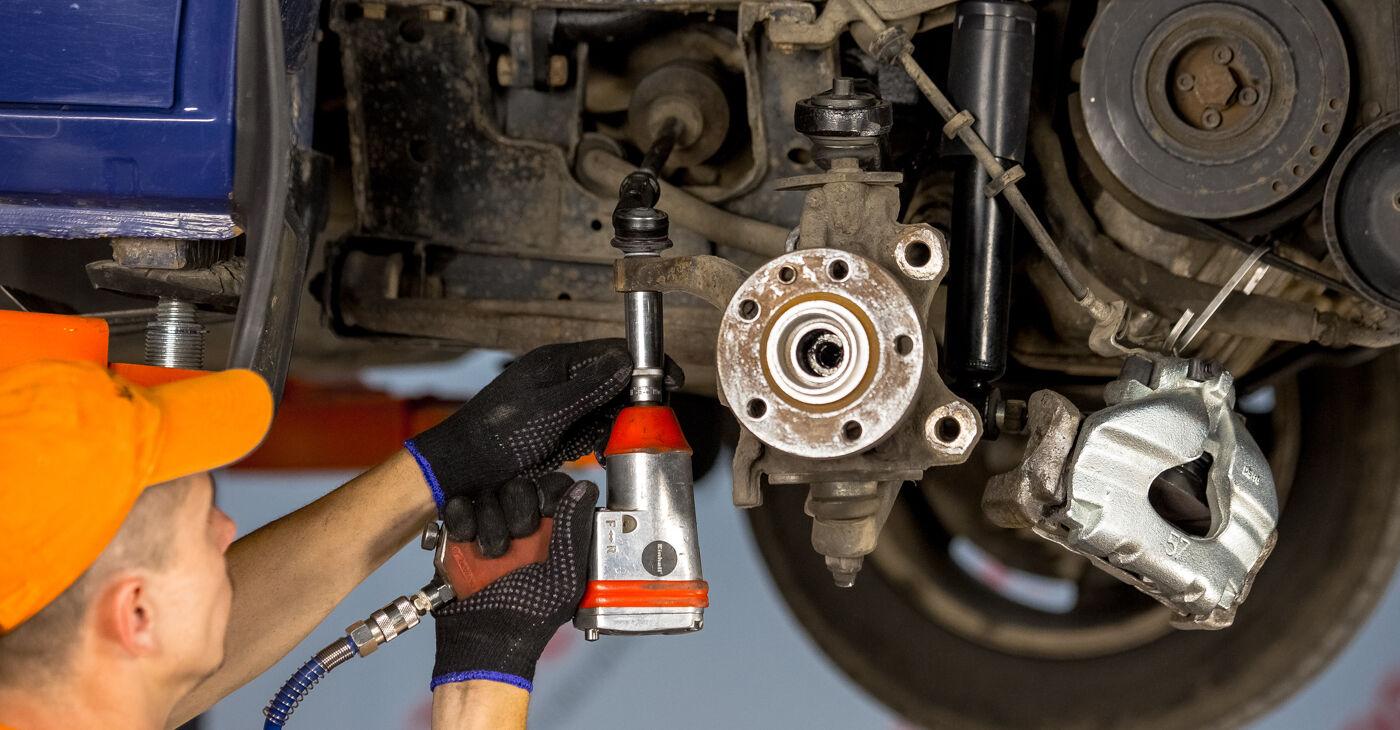 Schritt-für-Schritt-Anleitung zum selbstständigen Wechsel von VW TRANSPORTER IV Bus (70XB, 70XC, 7DB, 7DW) 2003 2.5 TDI Syncro Radlager