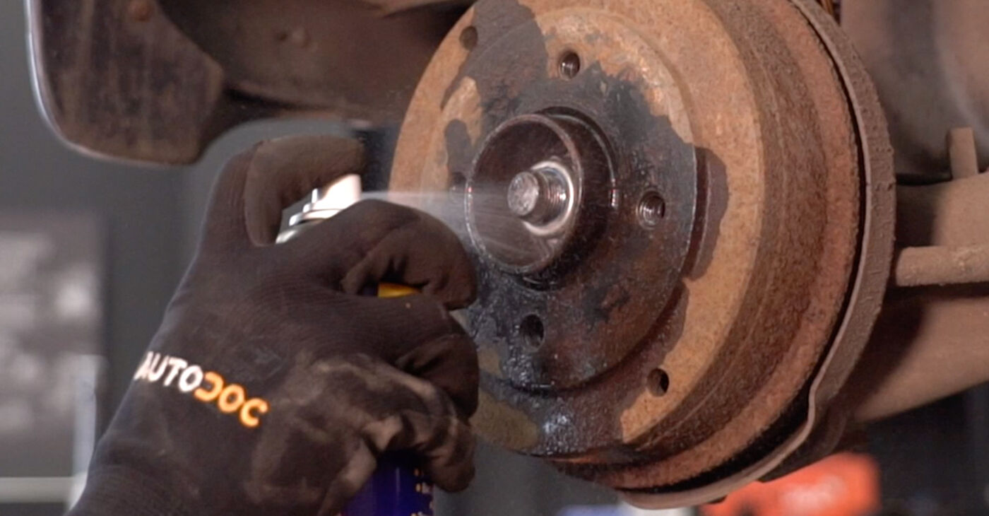 Radlager beim RENAULT TWINGO 1.2 LPG 2000 selber erneuern - DIY-Manual