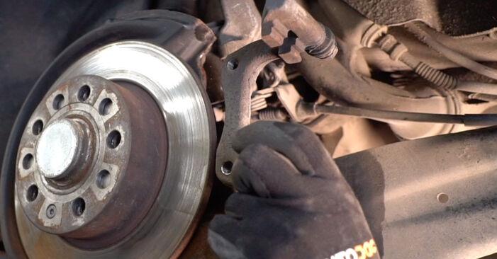 Substituição de VW POLO 1.4 TDI Discos de Travão: guias online e tutoriais em vídeo
