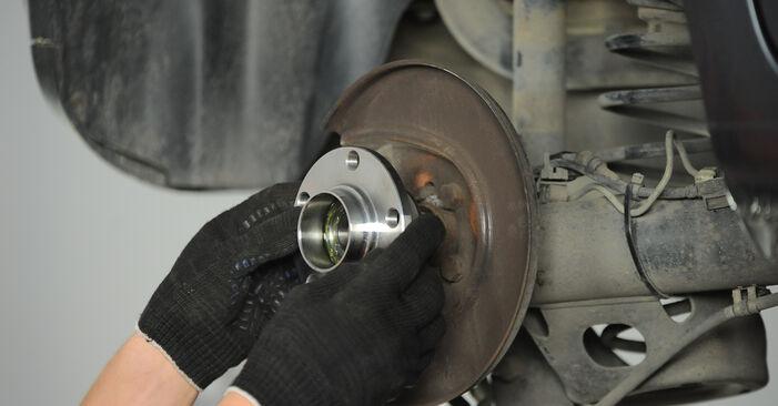 Tausch Tutorial Radlager am VW POLO (9N_) 2001 wechselt - Tipps und Tricks