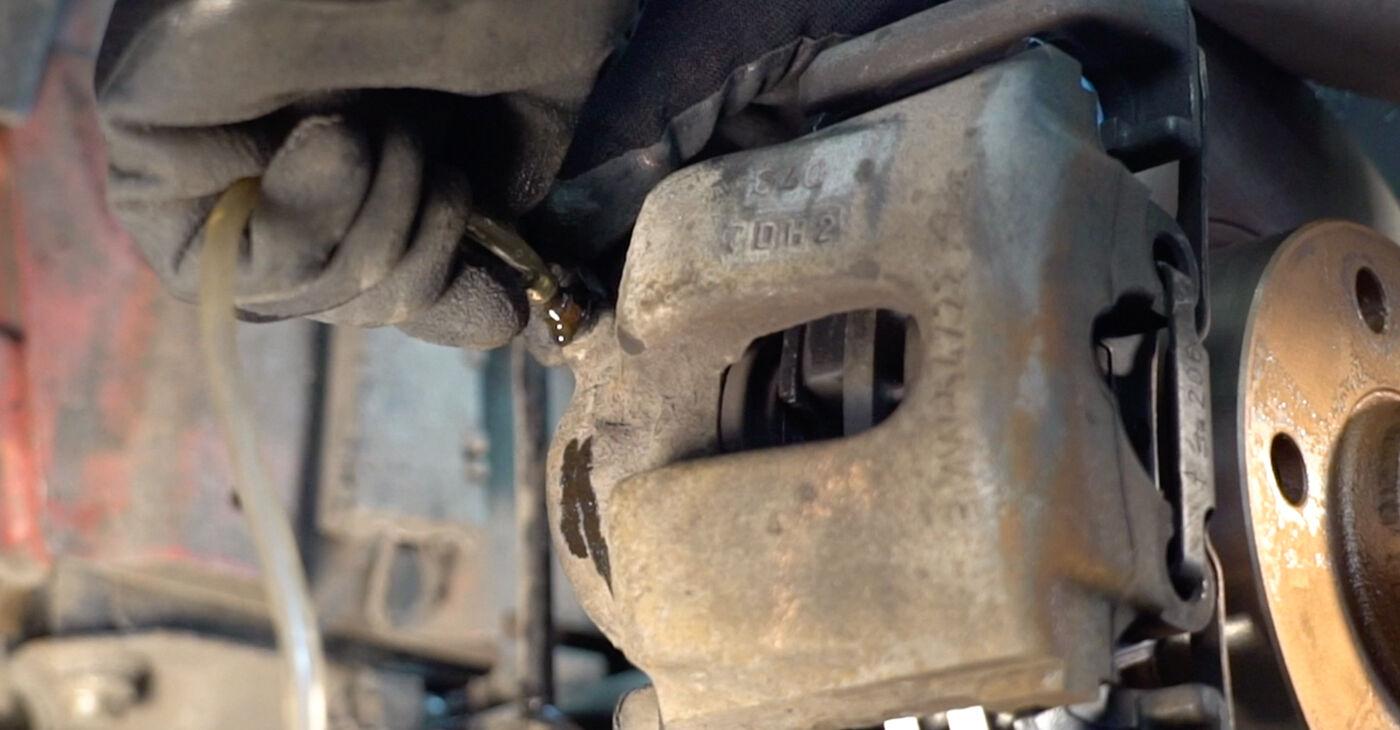 Kā noņemt BMW 3 SERIES 323Ci 2.5 2005 Bremžu šļūtene - viegli izpildāmas tiešsaistes instrukcijas