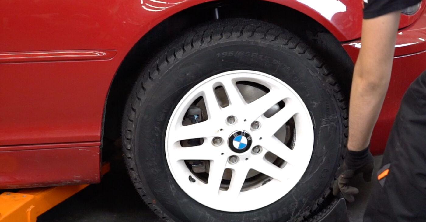 Pakāpeniski ieteikumi patstāvīgai BMW 3 Convertible (E46) 2004 323Ci 2.5 Bremžu šļūtene nomaiņai
