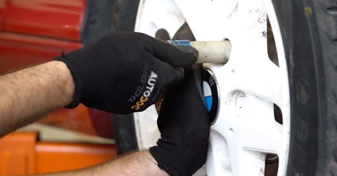 Kako odstraniti BMW 3 SERIES 323Ci 2.5 2005 Gumice Stabilizatorja - spletna, enostavna za sledenje, navodila