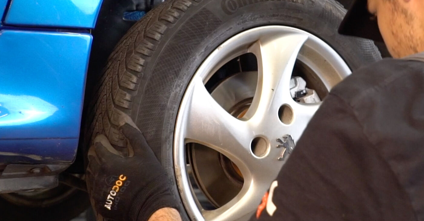 Pakāpeniski ieteikumi patstāvīgai Peugeot 206 cc 2d 2013 1.6 16V Bremžu diski nomaiņai