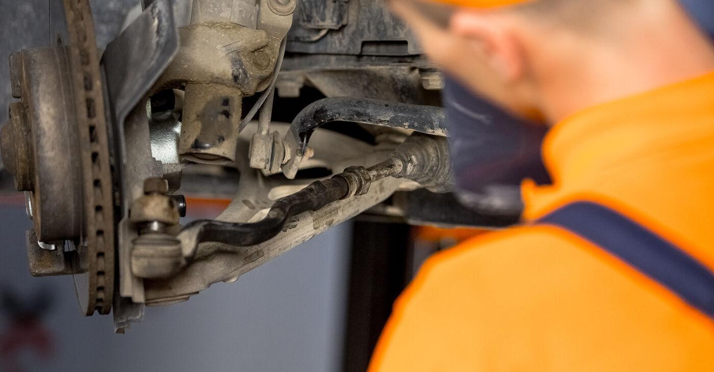 Pasikeiskite BMW 3 (E46) 320i 2.2 2004 Skersinės vairo trauklės galas patys - internetinė instrukcija