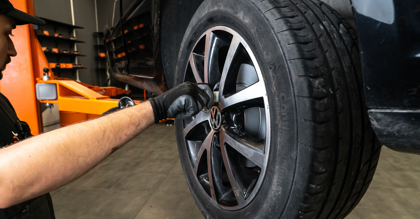 Kā noņemt VW TOURAN 1.2 TSI 2014 Bremžu Kluči - viegli izpildāmas tiešsaistes instrukcijas