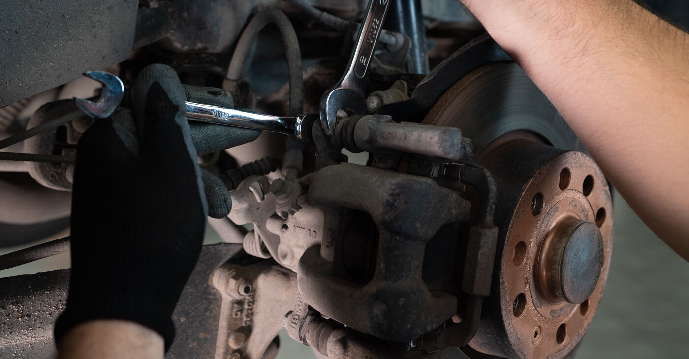 VW TOURAN 2011 Bremžu Kluči pakāpeniska nomaiņas rokasgrāmata