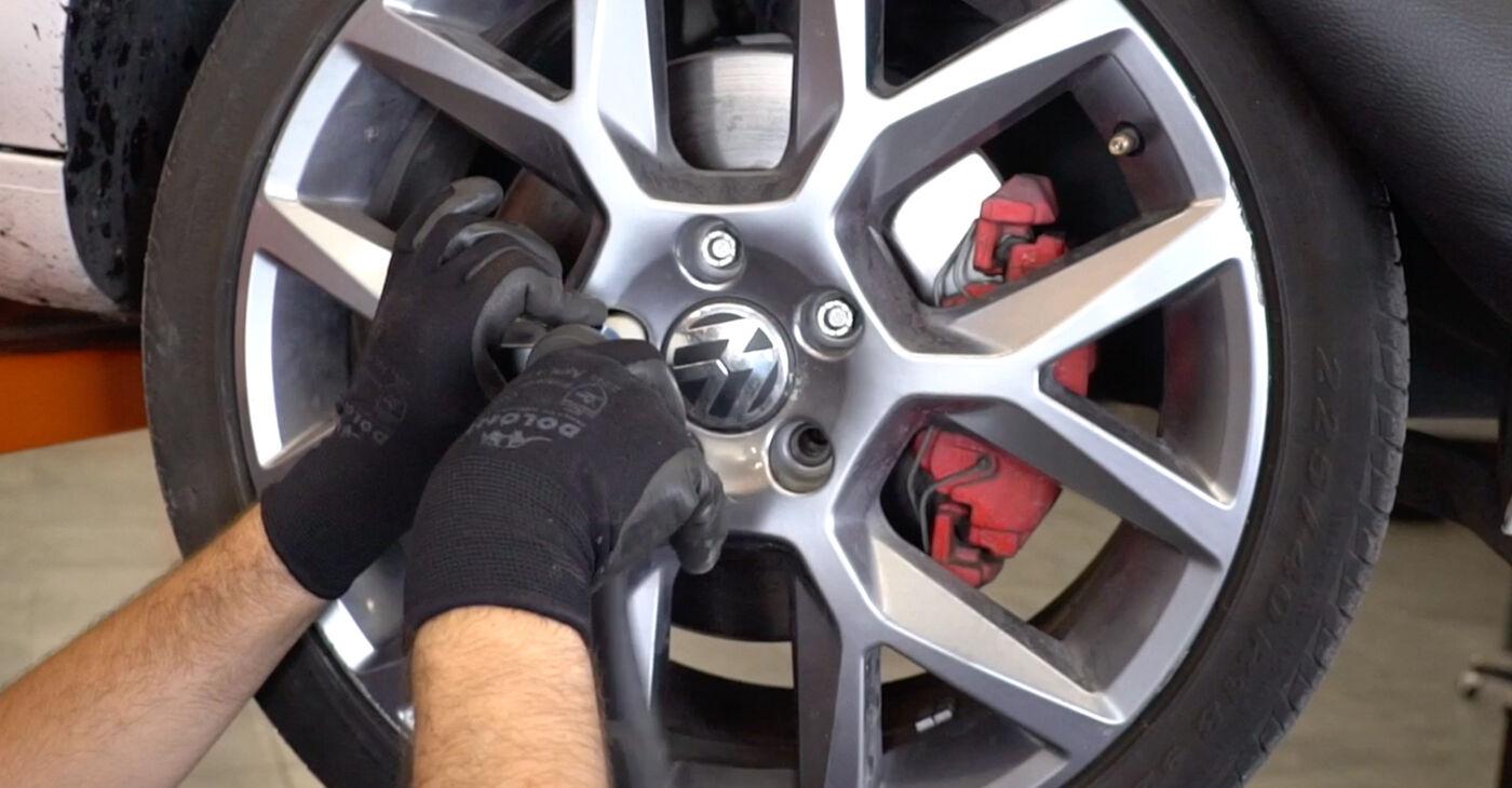 Kaip pakeisti VW GOLF VI (5K1) 2008 Amortizatoriaus Atraminis Guolis - patarimai ir gudrybės