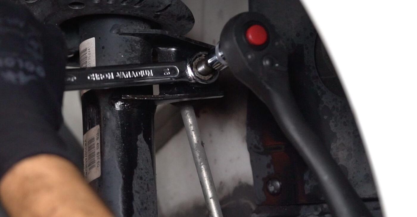 Kaip pakeisti VW GOLF VI (5K1) 1.6 TDI 2009 Amortizatoriaus Atraminis Guolis - išsamios instrukcijos ir vaizdo pamokos