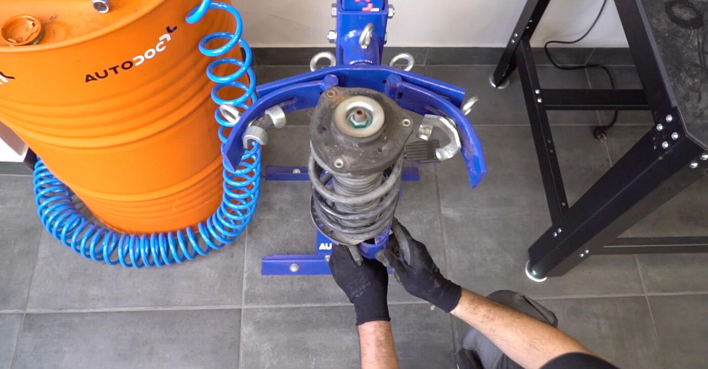 Pasikeiskite VW GOLF VI (5K1) 1.4 TSI 2010 Amortizatoriaus Atraminis Guolis patys - internetinė instrukcija