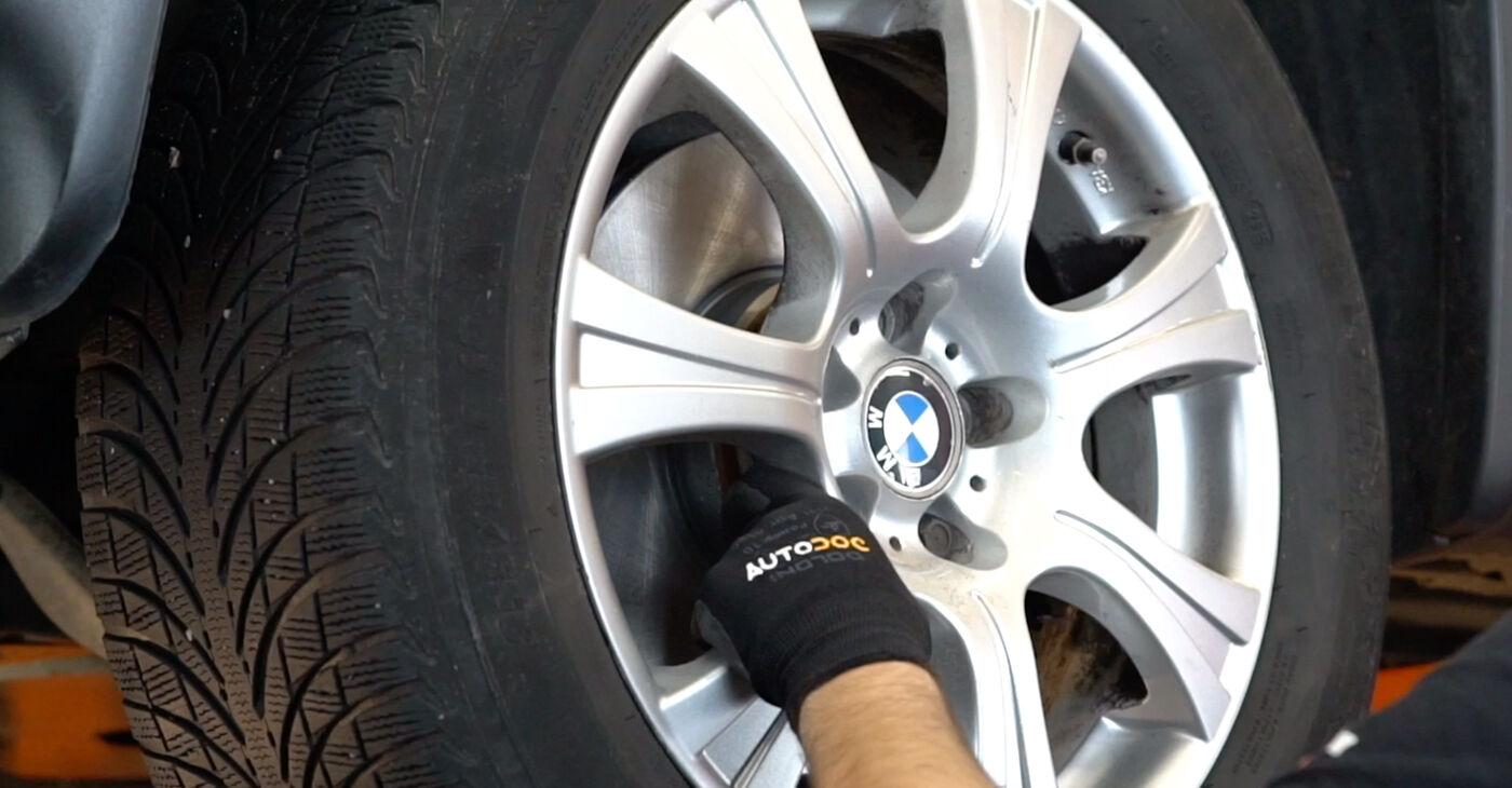 Kā noņemt BMW X5 4.8 is 2004 Svira - viegli izpildāmas tiešsaistes instrukcijas