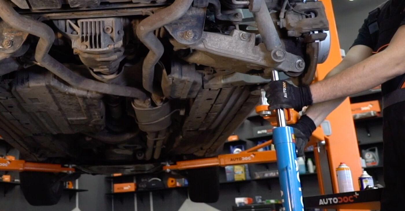 Как да сменим Носач На Кола на BMW X5 (E53) 2005: свалете PDF наръчници и видео инструкции
