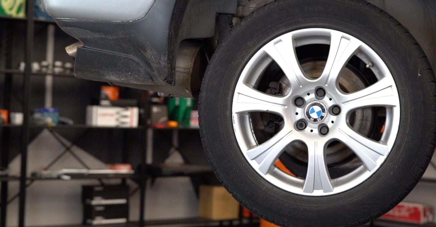 Смяна на BMW E53 3.0 i 2002 Носач На Кола: безплатни наръчници за ремонт