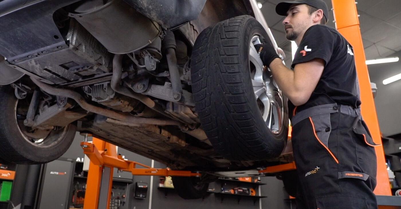 Как да демонтираме BMW X5 4.8 is 2004 Носач На Кола - онлайн лесни за следване инструкции