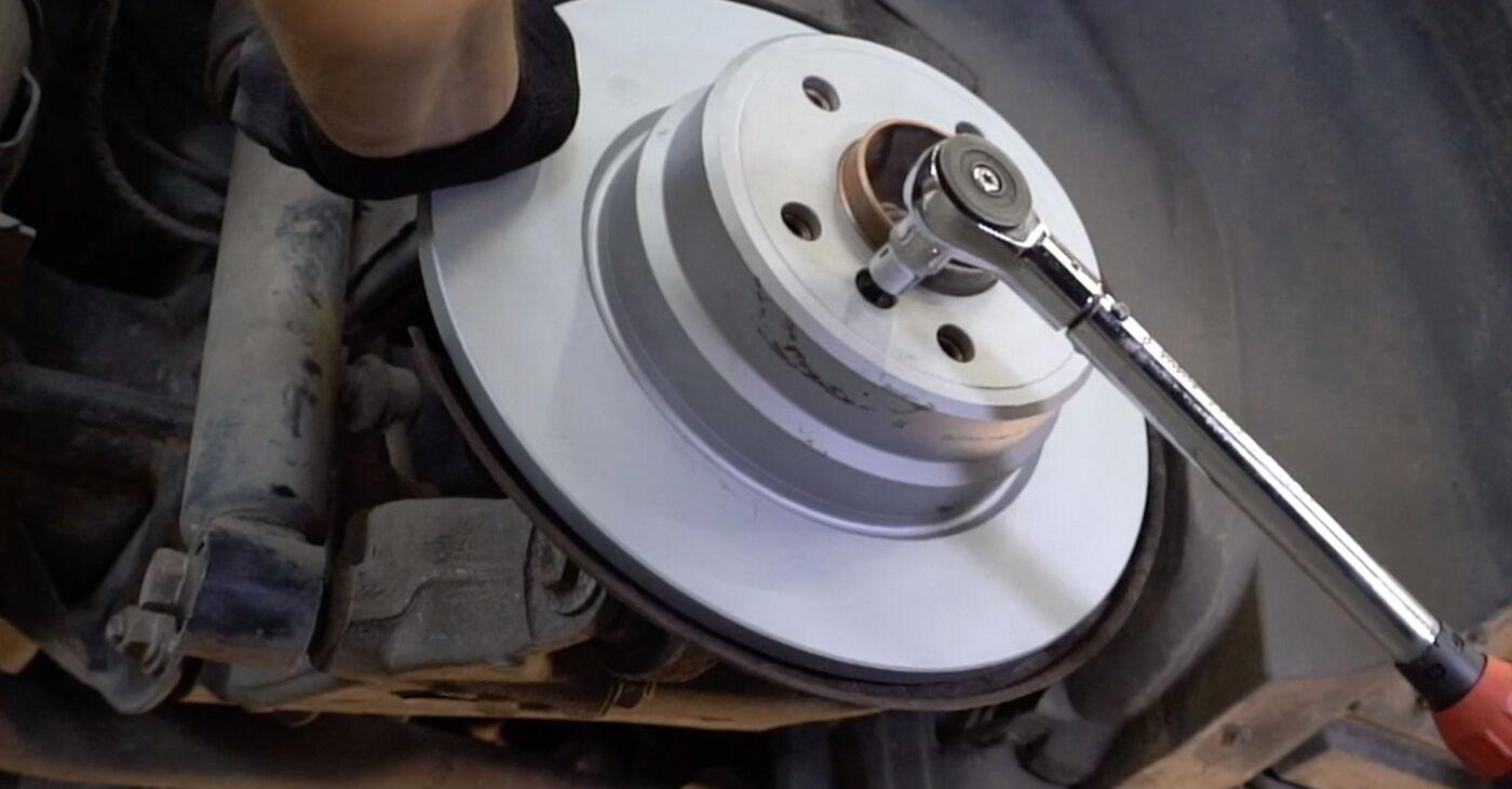 Cik ilgu laiku aizņem nomaiņa: BMW E53 2000 Bremžu diski - informatīva PDF rokasgrāmata