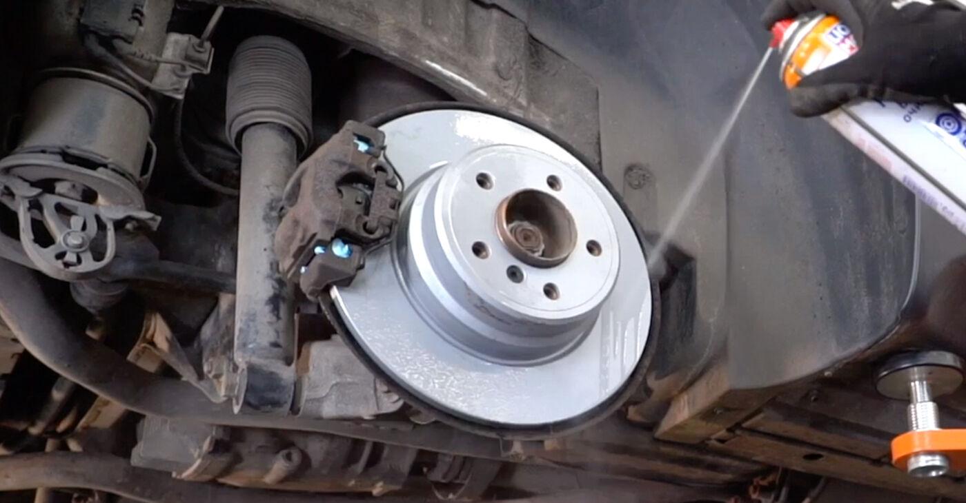 BMW E53 3.0 i 2002 Bremžu diski nomaiņa: bezmaksas remonta rokasgrāmatas