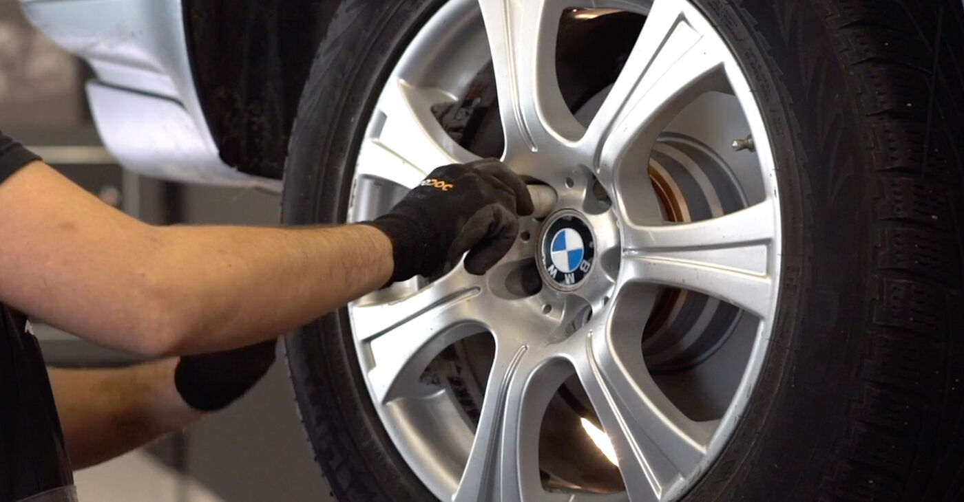 Kā nomainīt Bremžu diski BMW X5 (E53) 2005 - lejupielādējiet PDF rokasgrāmatas un video instrukcijas