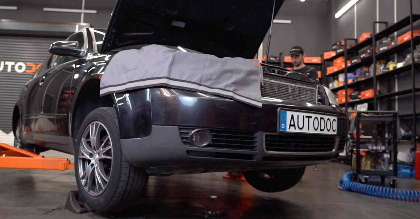 Audi A4 B6 Avant 2.5 TDI quattro 2002 Vezetőkar fej cseréje: ingyenes szervizelési útmutatók