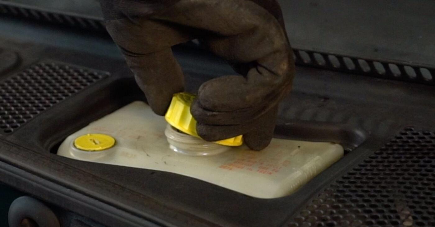 Quão difícil é efetuar a substituição de Pastilhas De Travão no Toyota Rav4 II 2.4 4WD (ACA23, ACA22) 2000 por si mesmo - descarregue o guia ilustrado