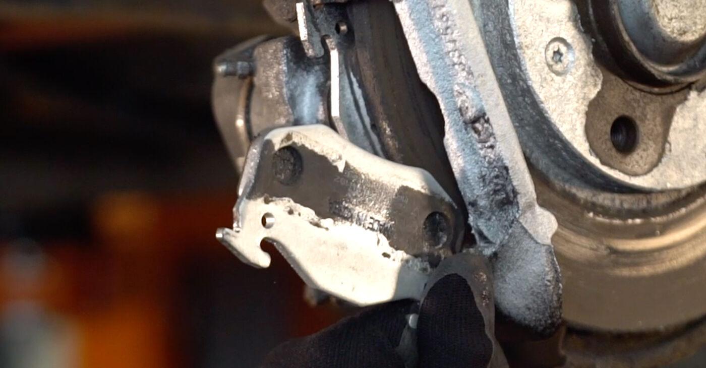Смяна на Спирачен диск на Peugeot 206 cc 2d 2008 1.6 16V самостоятелно