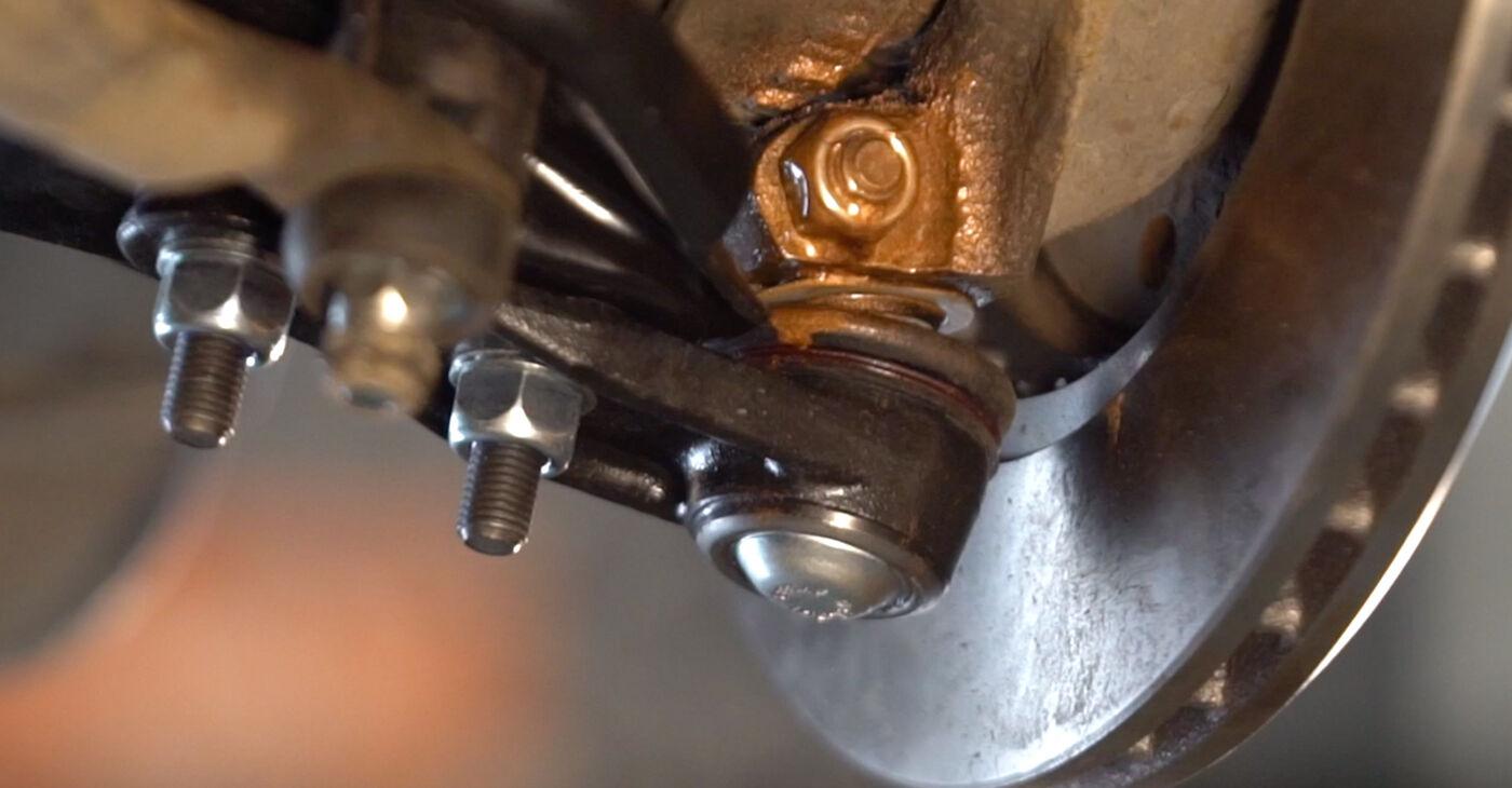 Renault Clio 2 1.2 16V 2000 Vikšro Valdymo Svirtis keitimas: nemokamos remonto instrukcijos