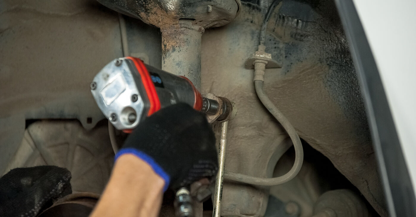 Toyota Rav4 II 2.0 4WD (ACA21, ACA20) 2002 Ležaj Amortizerja zamenjava: brezplačni priročnik delavnice
