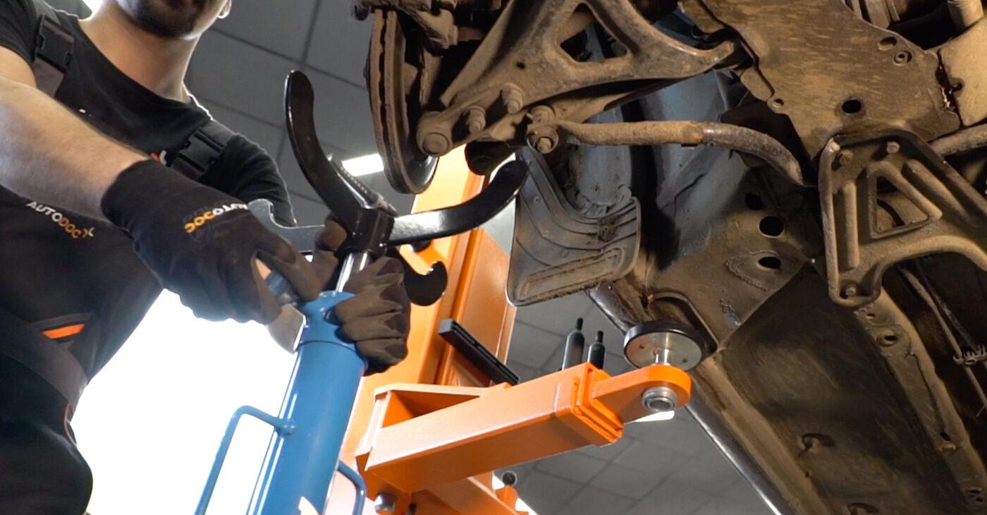 KANGOO (KC0/1_) 1.2 16V 2008 Amortizatoru Atbalsta Gultņi patstāvīgas nomaiņas remonta rokasgrāmata