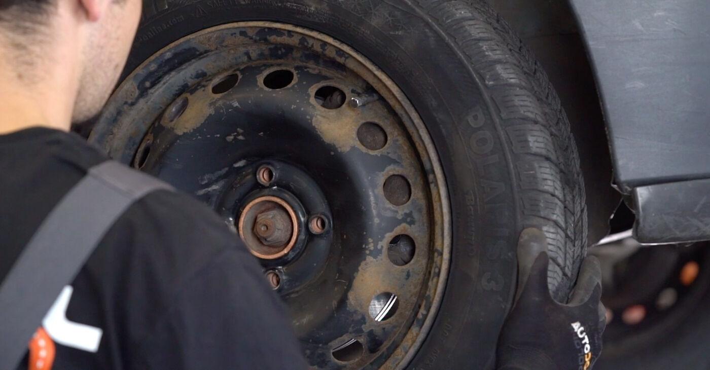 Pakāpeniski ieteikumi patstāvīgai Renault Kangoo kc01 2010 1.2 16V Savienotājstienis nomaiņai
