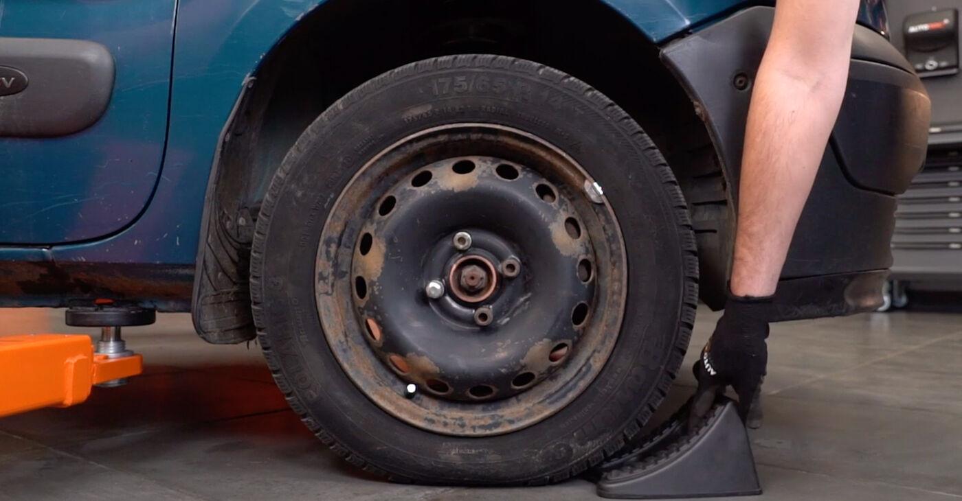 Kā nomainīt RENAULT KANGOO (KC0/1_) D 65 1.9 1998 Savienotājstienis - pakāpeniskās rokasgrāmatas un video ceļveži