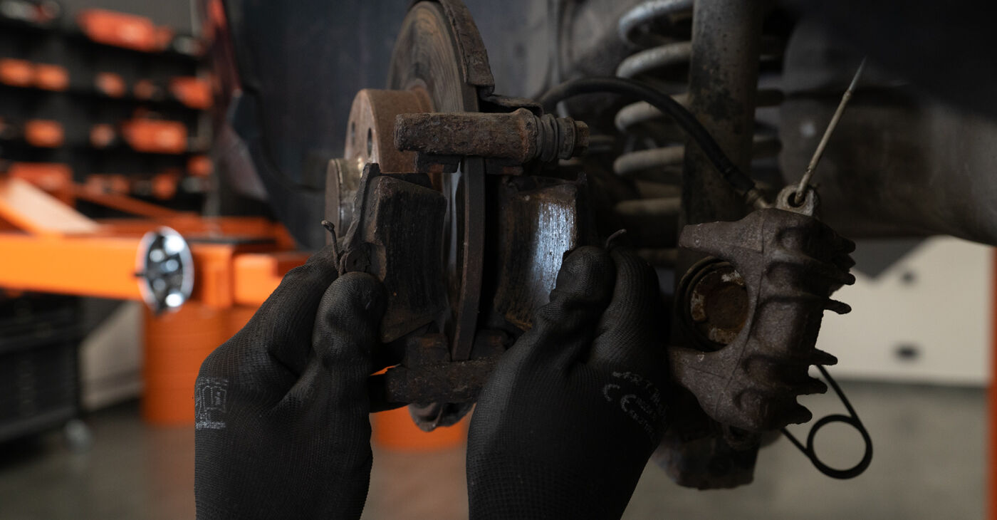 Replacing Brake Pads on Audi A3 8l1 1998 1.9 TDI by yourself