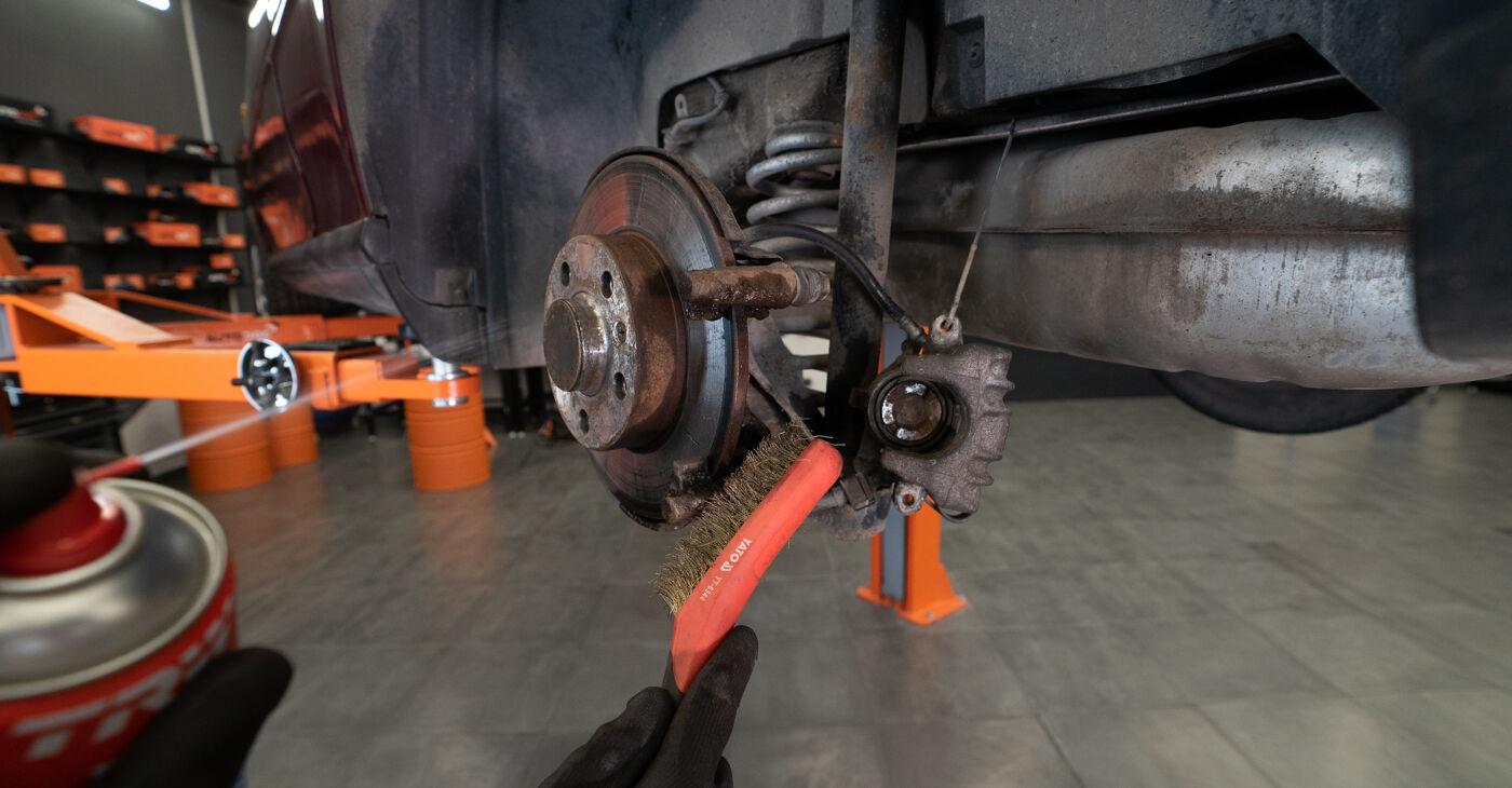 A3 (8L1) 1.8 1999 Brake Pads DIY replacement workshop manual