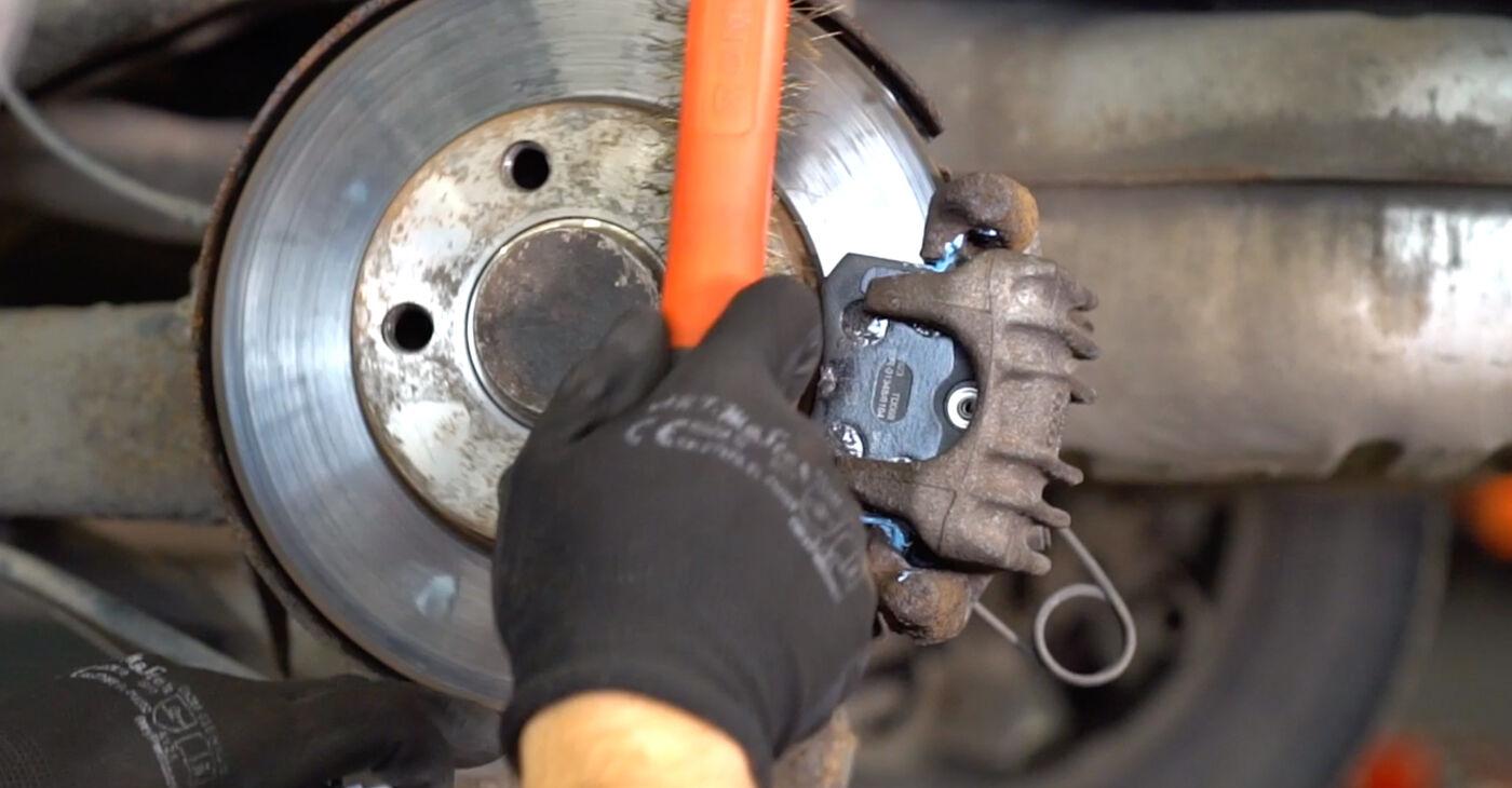 Audi A3 8l1 1.8 T 1998 Brake Pads replacement: free workshop manuals