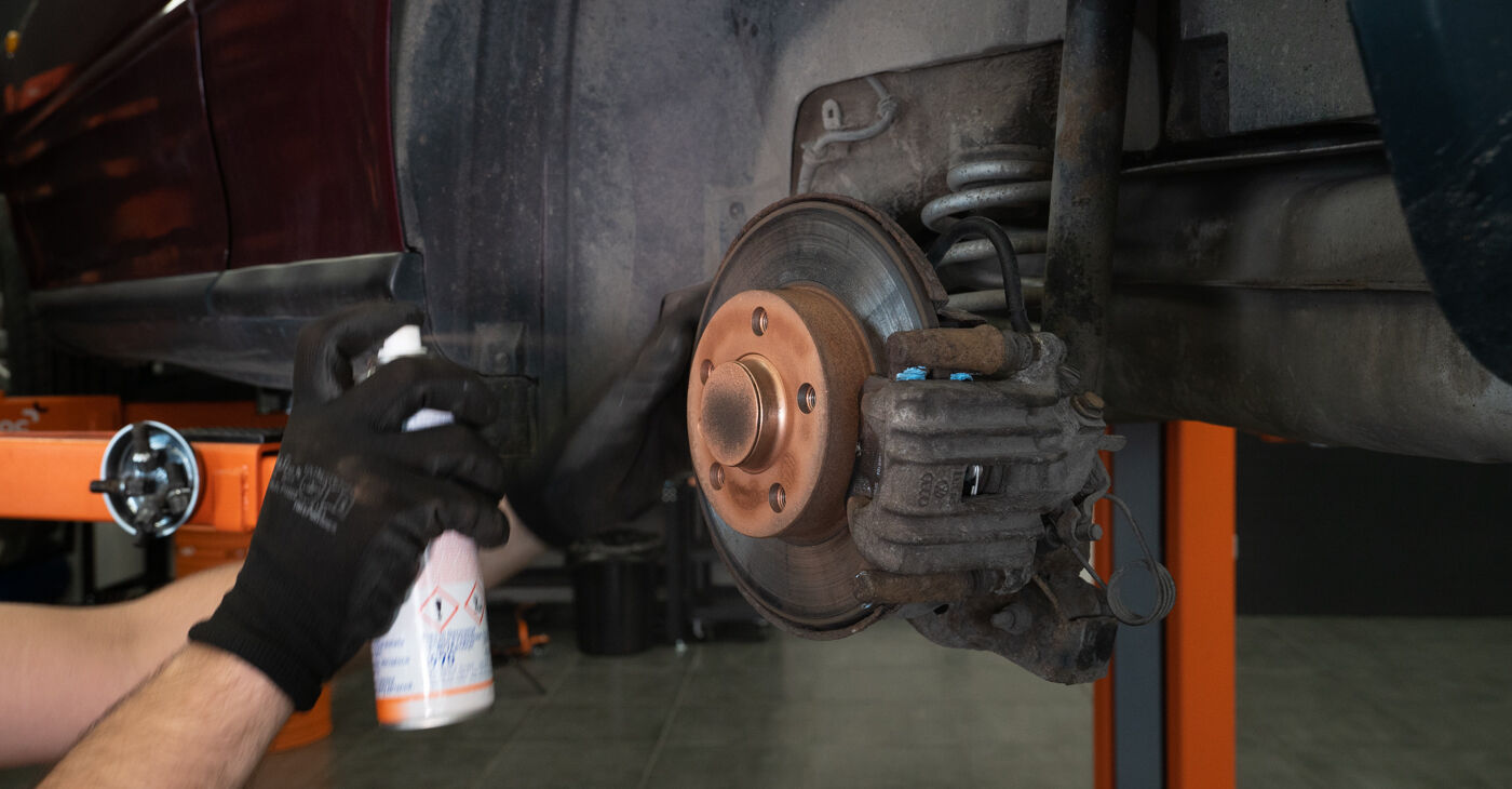Changing Brake Pads on AUDI A3 (8L1) S3 1.8 quattro 1999 by yourself