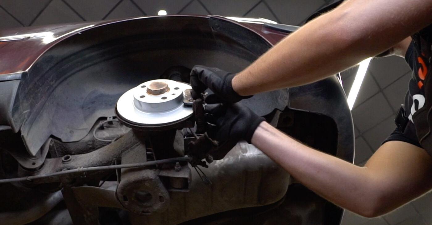 Kaip pakeisti Stabdžių diskas la Audi A3 8l1 1996 - nemokamos PDF ir vaizdo pamokos