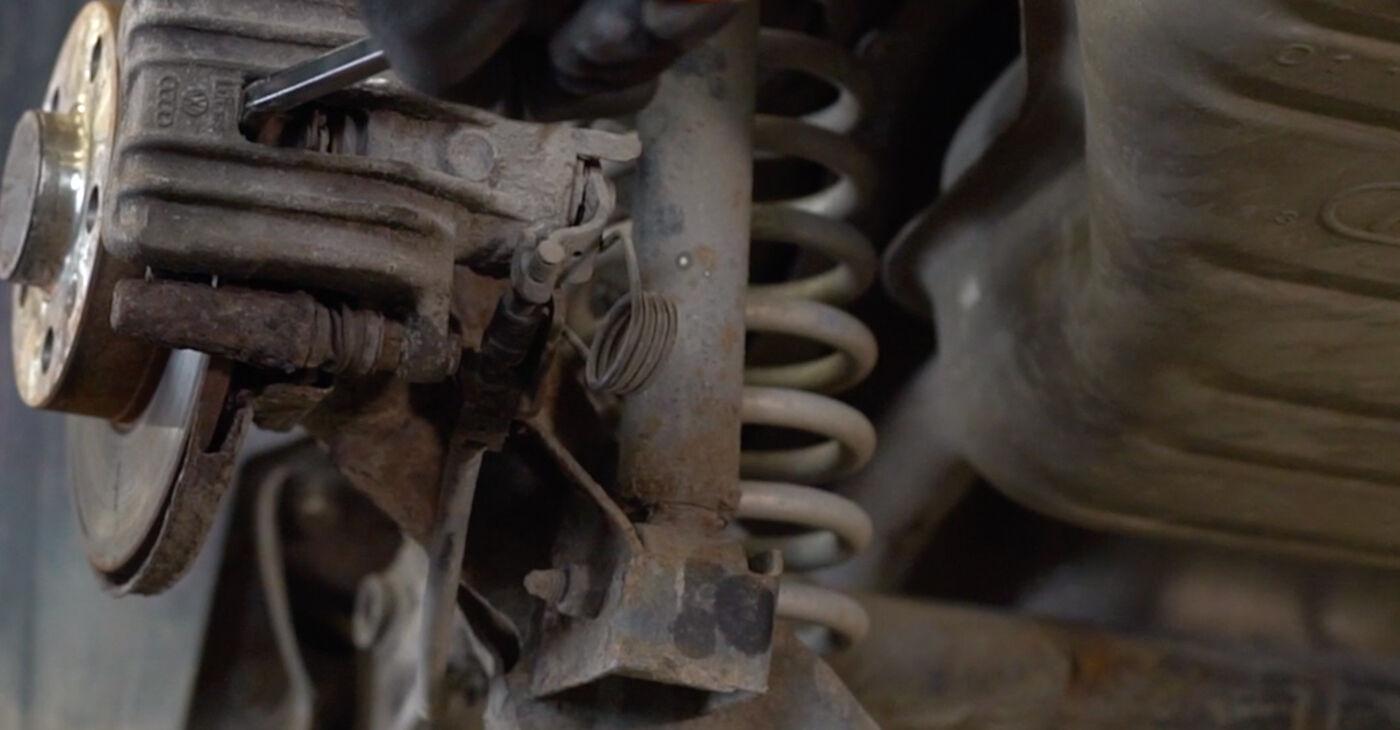 Ar sudėtinga pasidaryti pačiam: Audi A3 8l1 1.9 TDI 2002 Stabdžių diskas keitimas - atsisiųskite iliustruotą instrukciją