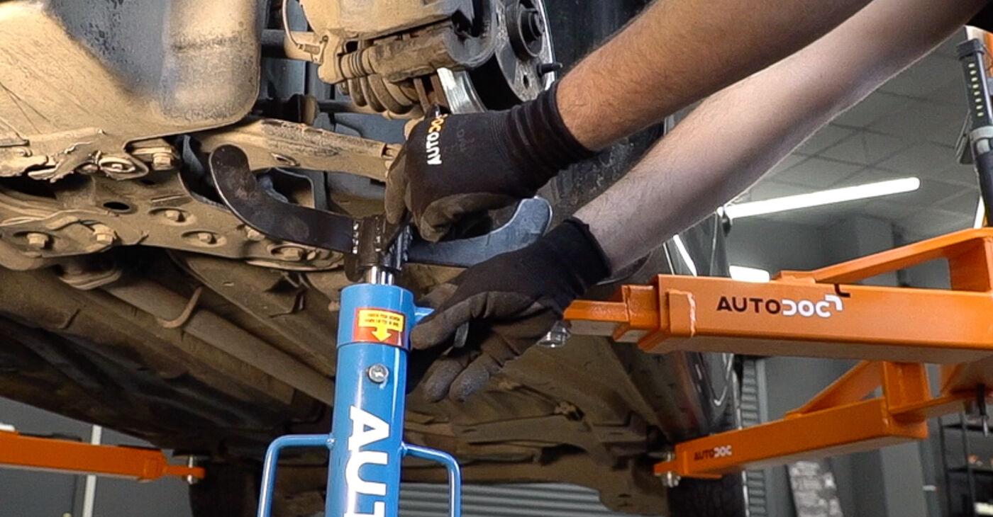 FIAT BRAVA 2013 Vzmetenje priročnik za zamenjavo s koraki