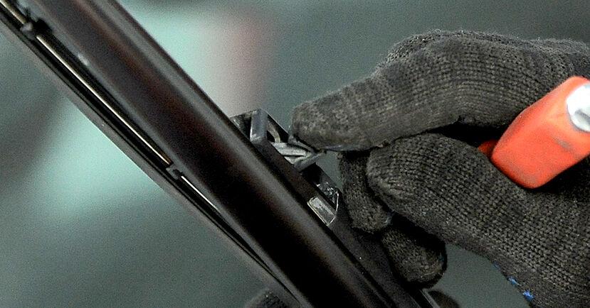Смяна на Audi A4 b6 2.0 2002 Перо на чистачка: безплатни наръчници за ремонт