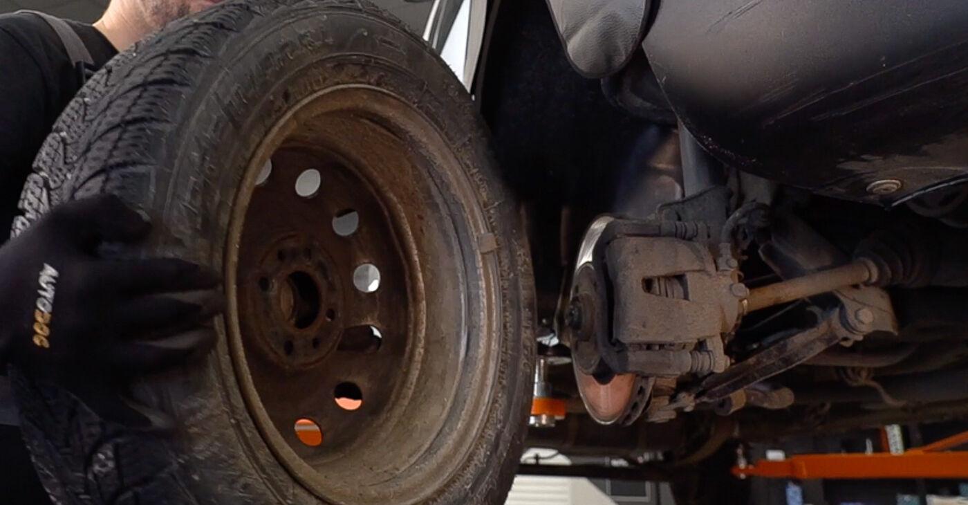 Πώς να αντικαταστήσετε Τακάκια Φρένων σε FIAT DOBLO Cargo (223) 2006: κατεβάστε εγχειρίδια PDF και βίντεο οδηγιών