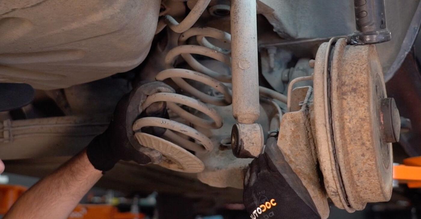 Recommandations étape par étape pour remplacer soi-même Renault Clio 2 2011 1.4 Support Moteur