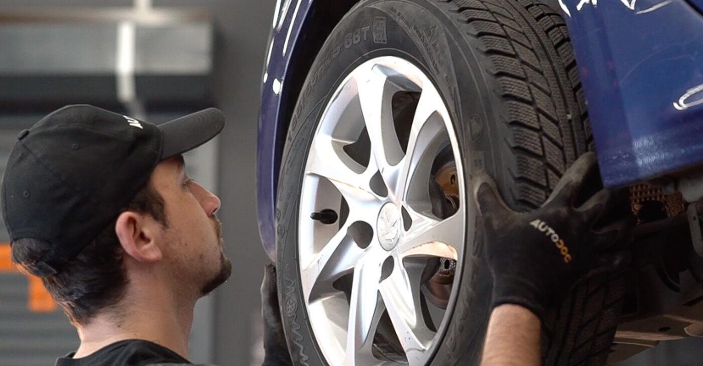 Priporočila korakov za DIY zamenjavo Peugeot 208 1 2016 1.0 Blazilnik