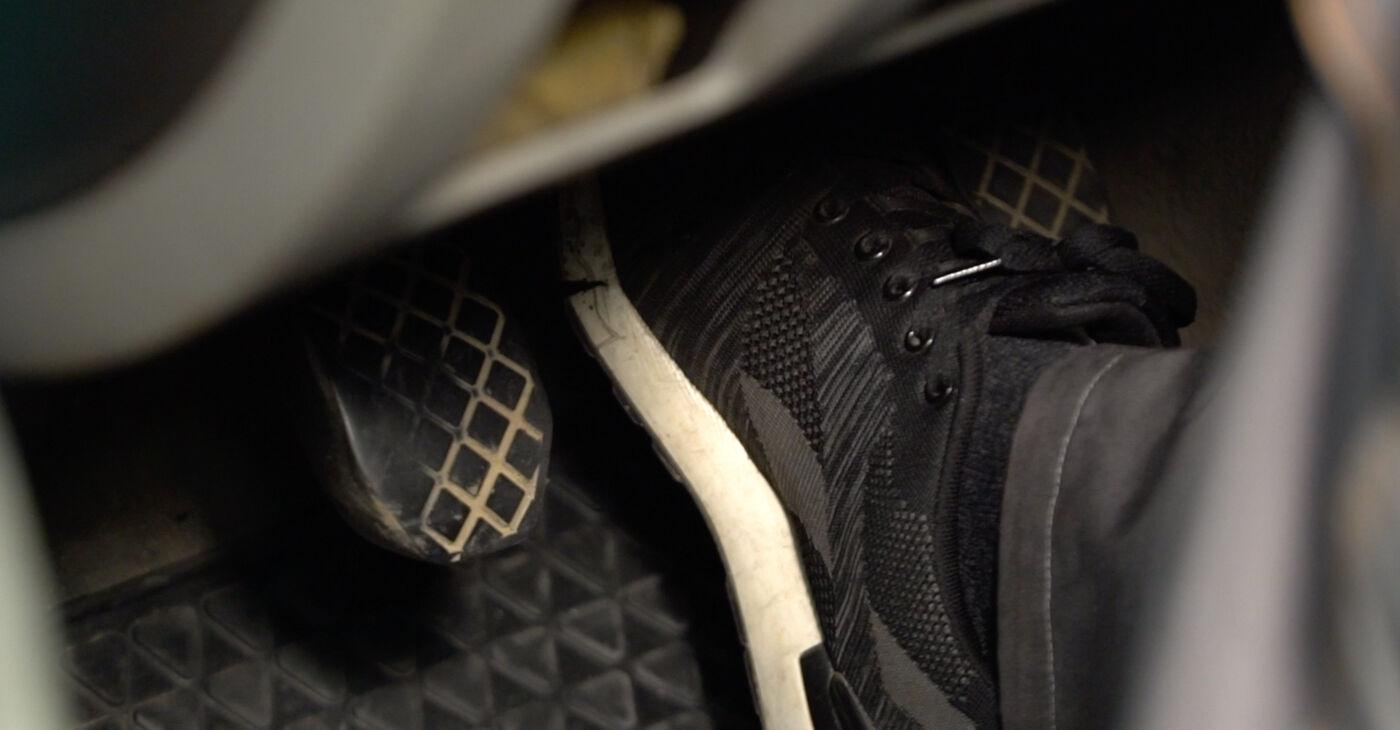 Mudar Pastilhas De Travão no Nissan X Trail t30 2009 não será um problema se você seguir este guia ilustrado passo a passo