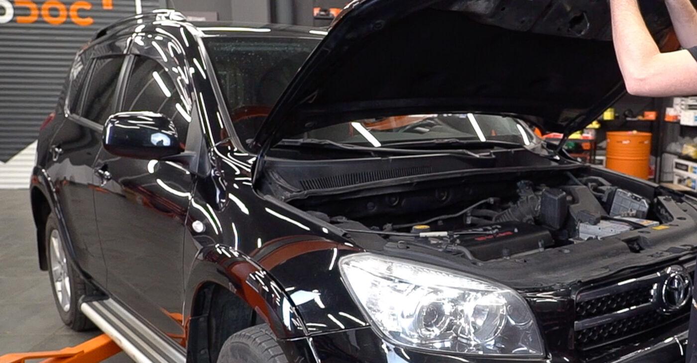 Kā nomainīt Eļļas filtrs Toyota RAV4 III 2005 - bezmaksas PDF un video rokasgrāmatas