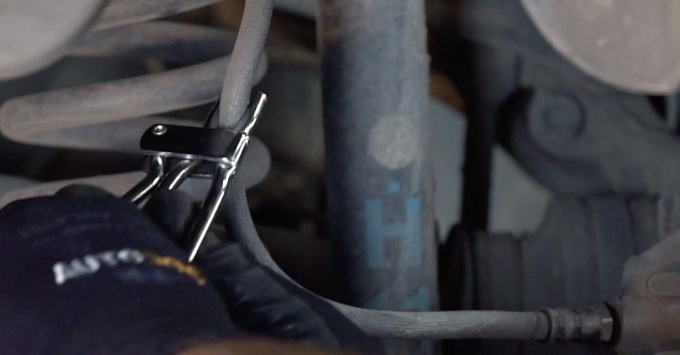 Cik ilgu laiku aizņem nomaiņa: Mercedes W203 2000 Bremžu suports - informatīva PDF rokasgrāmata