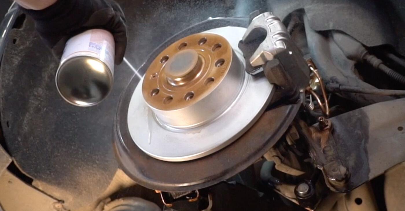Kā nomainīt Bremžu suports VW GOLF V (1K1) 2009 - lejupielādējiet PDF rokasgrāmatas un video instrukcijas