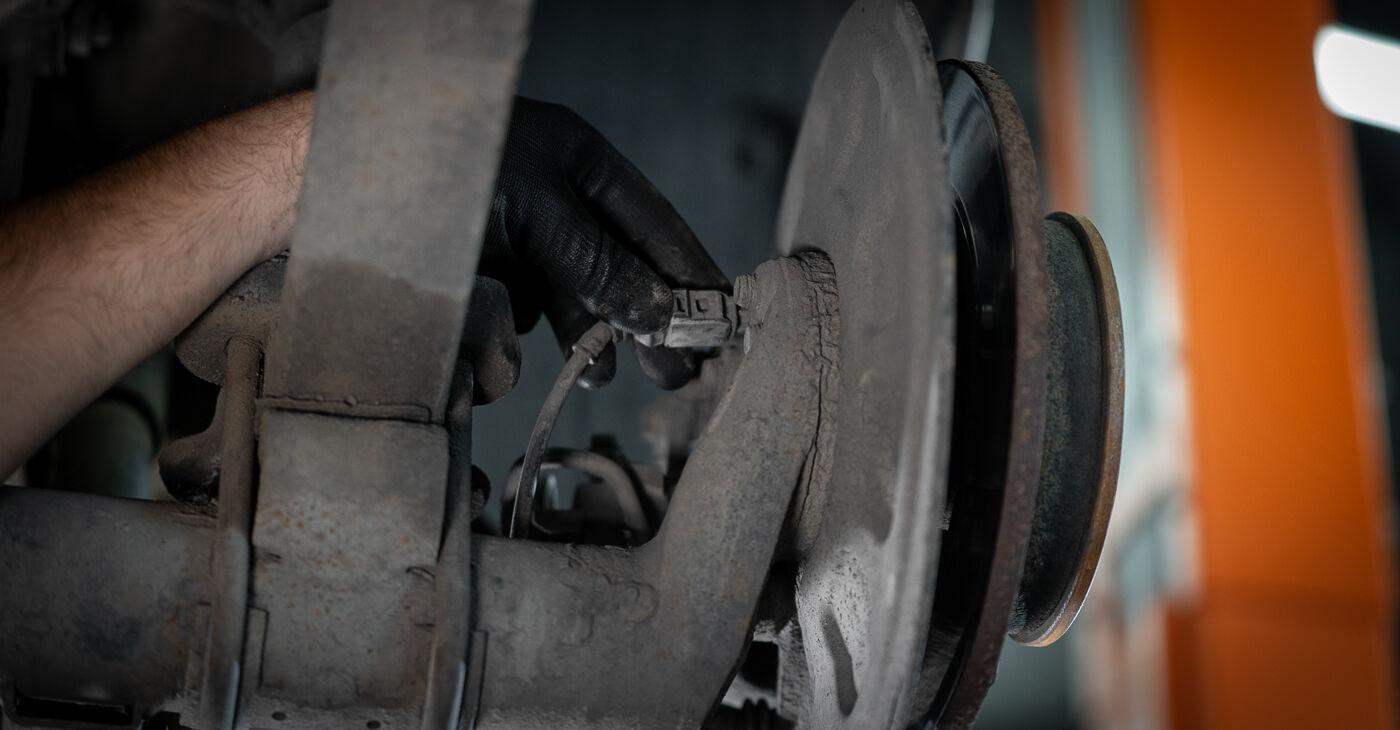 Ar sudėtinga pasidaryti pačiam: VW Caddy 3 Universalas 2.0 SDI 2010 Rato guolis keitimas - atsisiųskite iliustruotą instrukciją